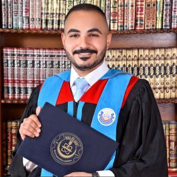 الدكتور ايسم الهويدي .. مبارك التخرج