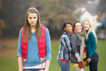 أخطاء تصاحب الفتيات المراهقات