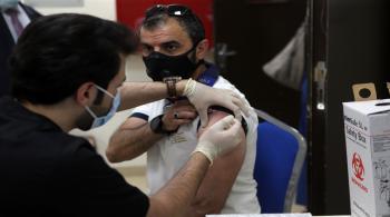 بدء تطعيم معلمي المحافظات ضد كورونا