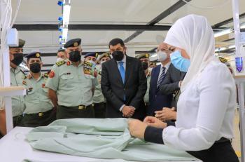 الحنيطي يفتتح المشغل العسكري في قيادة مستودعات الملابس والمهمات
