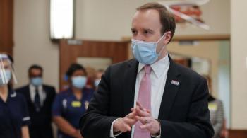 وزير بريطاني يؤكد التخطيط لإعطاء جرعات تنشيطية للقاحات كورونا