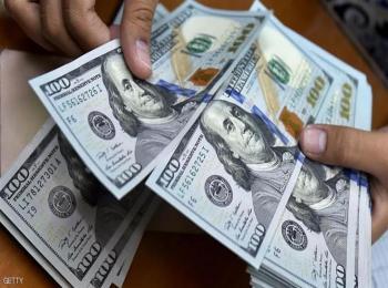 الدولار قرب ذروة 4 أشهر مقابل اليورو