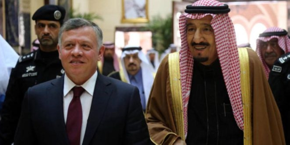 الملك يصل السعودية لحضور القمة العربية ظهر الأحد