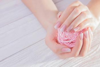 7 أخطاء شائعة تدمر أظافرك