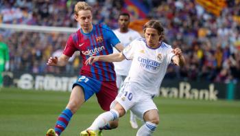 برشلونة يعلن إصابة دي يونغ في الفخذ