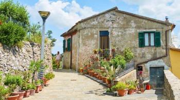 قرية إيطالية تمنح 40 ألف إسترليني للمقيمين الجدد