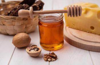 فوائد الجوز والعسل