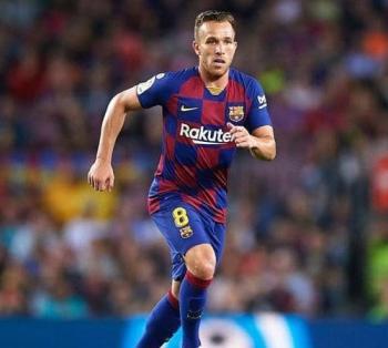 برشلونة يعلن بيع أرتور إلى يوفنتوس