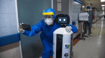 روبوت صغير يمد مرضى كورونا بالشجاعة في المكسيك