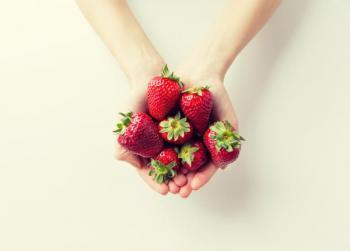 فوائد الفراولة لبشرة العروس