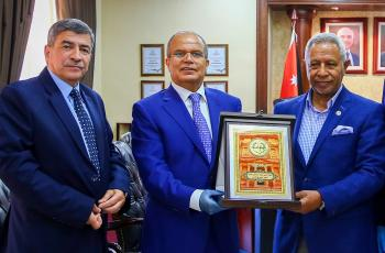 رئيس جامعة الزيتونة يستقبل السفير الليبي