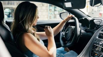 غوغل تطرح ميزة جديدة تسمح بتلقي المكالمات بسهولة أثناء القيادة