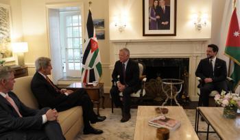 الملك يلتقي مبعوث الرئيس الأمريكي لشؤون المناخ