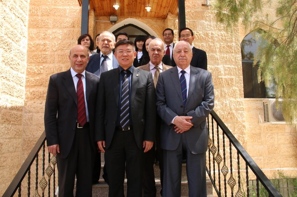 نائب رئيس مؤسسة هانبان الصينية  يزور فيلادلفيا
