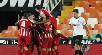 أتليتيكو مدريد يحقق انتصاره السادس ويلحق بصدارة ترتيب الدوري الإسباني