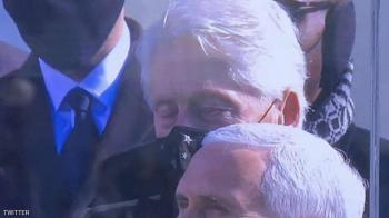 النعاس يغلب بيل كلينتون خلال كلمة بايدن