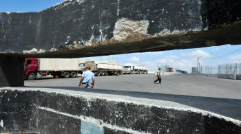 الاحتلال يمنع إدخال 24 شاحنة وقود إلى غزة
