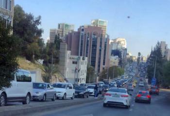 ازدحامات مرورية خانقة في شوارع عمان قبيل إعلان موعد رمضان