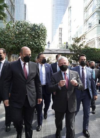الملك يلتقي مستثمرين أردنيين وعرب ويؤكد أهمية جذب مزيد من الاستثمارات