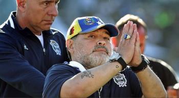إطلاق إسم مارادونا على ملعب سان باولو الإيطالية