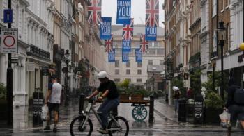 عالمة بريطانية تحذّر: الإغلاق والتباعد الاجتماعي يُضعف مناعتنا