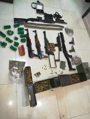 ضبط أسلحة وذخائر داخل منزل في اربد (صورة)