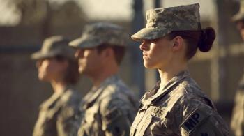 الجيش الأمريكي يسمح للمجندات بالضفائر وأحمر الشفاه