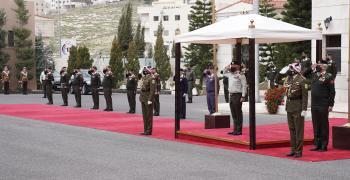 الملك يزور القيادة العامة للقوات المسلحة بذكرى تعريب قيادة الجيش