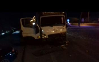 وفاة 5 إصابات بتصادم مركبة وشاحنة على طريق البحر الميت
