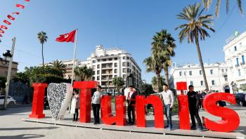 تونس تفتح حدودها الجوية والبرية والبحرية