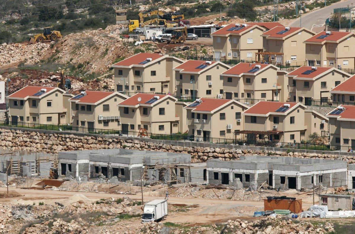 الاحتلال يشرع ببناء 1600 وحدة استيطانية