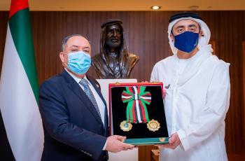 الامارات تمنح السفير الأردني وسام الاستقلال من الطبقة الأولى