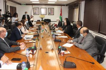 الوزيرة علي تطلب من مصر تذليل الصعوبات التي تواجه الصادرات الاردنية