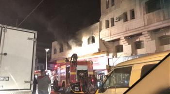 حريق محل ألبسة في شارع المدينة المنورة ودخان كثيف في سماء عمان