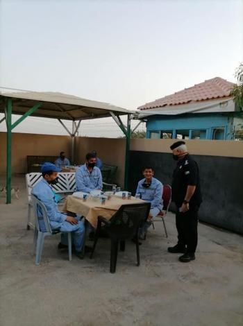 شرطة العقبة تقيم (افطار صائم) لعمال في العقبة