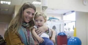 أمٌّ حامل قبّلت ابنها على فمه ..  وبعد 9 أشهر وقعت الكارثة وندمت!