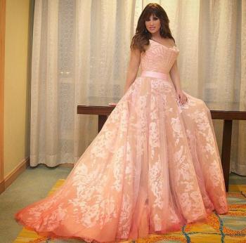 فتاة مصرية تطلب من نجوى كرم استعارة فستانها لحفل زفافها