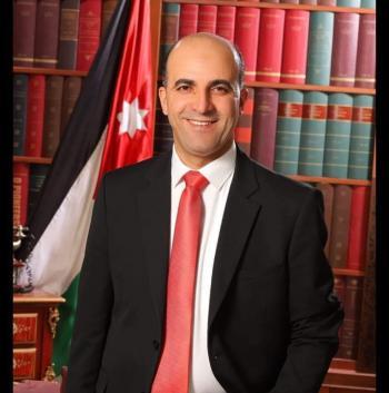 الدكتور عبدالهادي القعايدة مبارك الترقية
