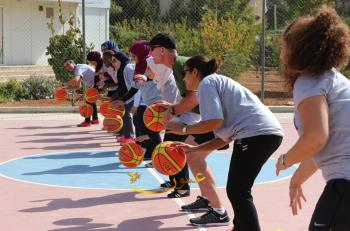 السفارة الامريكية تختتم برنامج تدريبي للمهارات الحياتية من خلال كرة السلة