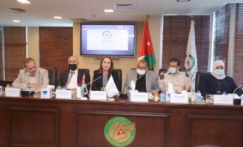 تجار الأردن يطرحون قضايا القطاع أمام وزيرة الصناعة