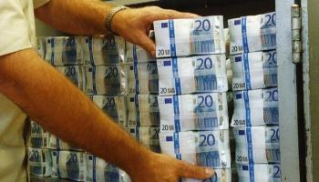 مصري يعيد 14 مليون جنيه أودعت في حسابه بالخطأ