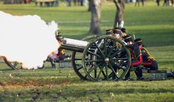 طلقات بالمدفعية تكريما للأمير فيليب في بريطانيا