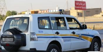 ضبط شاحنة نقل دون لوحة أرقام سائقها غير مرخص على الصحراوي