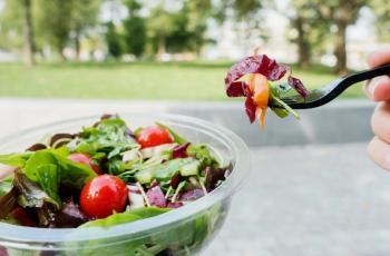 5 أطعمة تحسن المزاج وتجنبك زيارة الطبيب