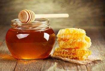 ما فوائد العسل على الريق؟