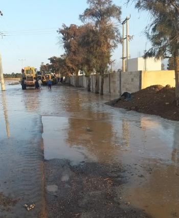 مياه الأمطار تحاصر 500 عامل في الأزرق