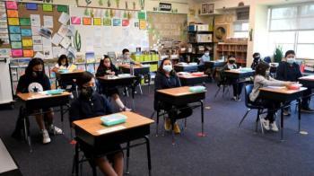 الأمم المتحدة تدعو لإعادة فتح المدارس من دون تلقيح