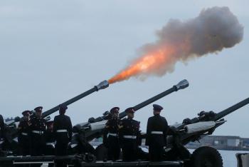بطلقات المدفعية والزهور ..  بريطانيا تودع الأمير فيليب