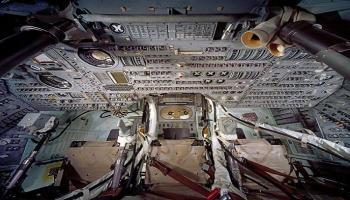 بـ780 ألف دولار ..  بيع عصا تحكم رحلة أبولو 11
