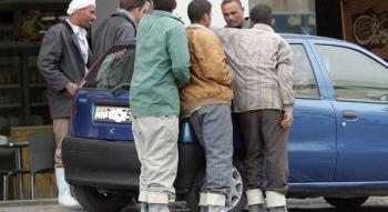 توجه حكومي لفرض غرامات على العمال الوافدين المخالفين